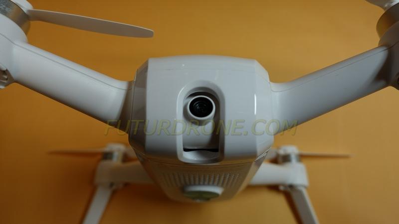 La cámara 4K del Yuneec Breeze puede también hacer fotos de 13MPX, y puede orientarse arriba y abajo desde la pantalla del móvil o tablet.